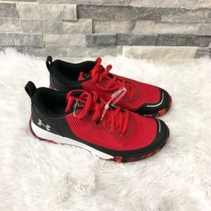 Under Armour boys youth shoes size 7Y